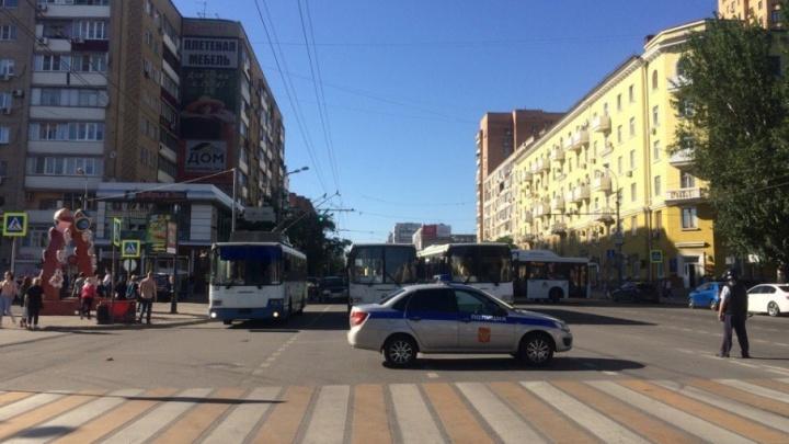 Из-за подозрительного предмета центр Ростова замер в пробках