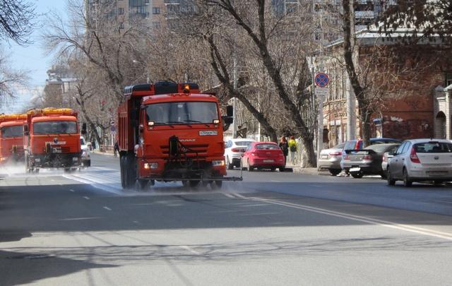 В Самаре начали мыть улицы с шампунем