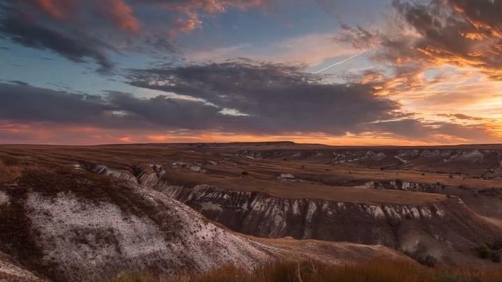 Фотограф из Москвы создал потрясающее видео заката в меловых волгоградских горах