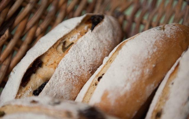 «Сначала думали, им государство помогает»: в челябинском магазине старикам бесплатно раздают хлеб