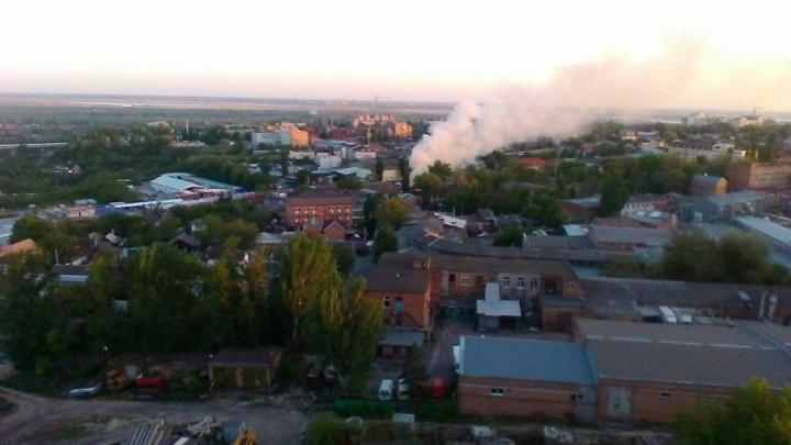 В двухэтажном доме в Пролетарском районе Ростова произошел пожар