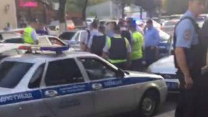 Очевидец: полицейского, убившего девушку на трассе под Ростовом, задержали в результате ДТП
