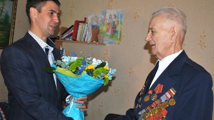В Архангельске ветеран ВОВ Николай Копайгора отметил свое 95-летие