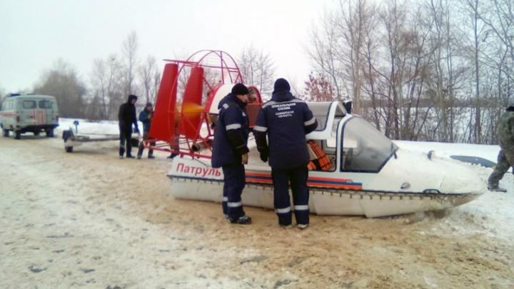 На Волге в Новокуйбышевске спасатели нашли мужчину, который вмерз в лед вместе с лодкой
