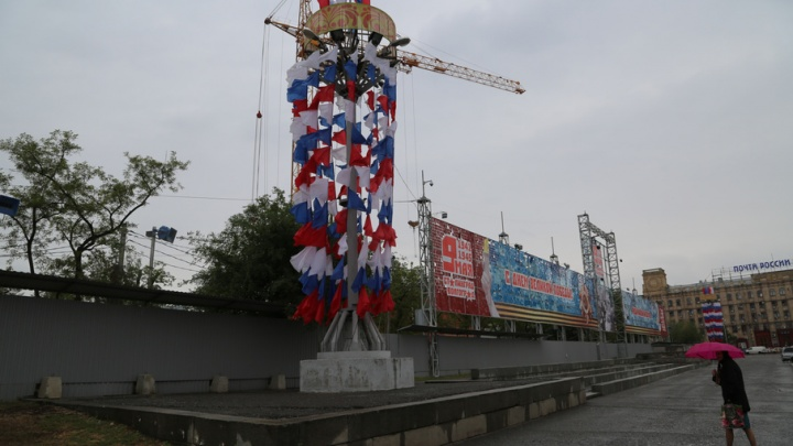 Волгоградцы смогут наблюдать за строительством собора Александра Невского через прозрачный забор