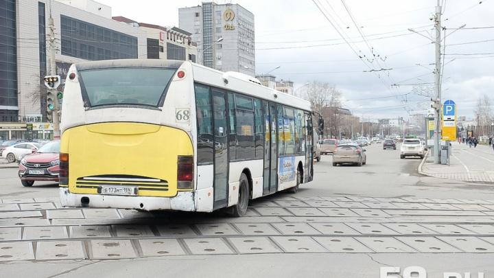 В Перми пассажирка автобуса сломала руку во время резкого торможения