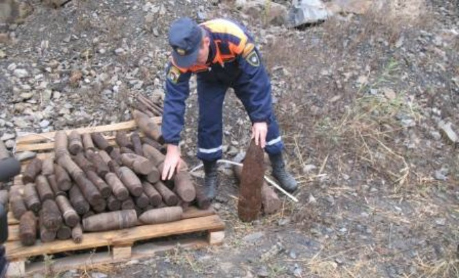 На Дону обнаружили 13 снарядов и одну мину