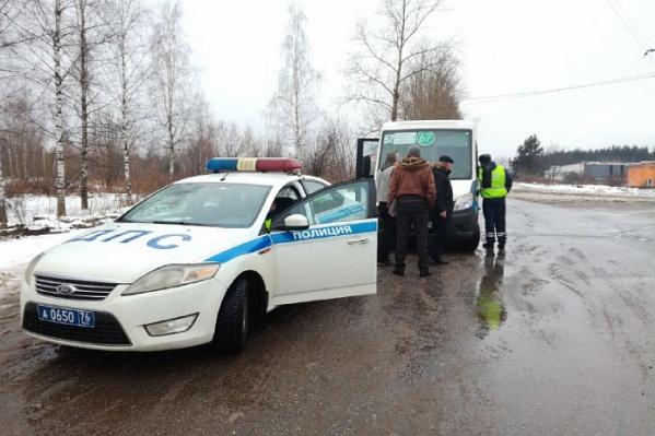 В Заволжском районе сотрудники ГИБДД проверили маршрутки