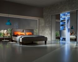 Декоративные зеркала и окрашенные стекла – современный тренд интерьера