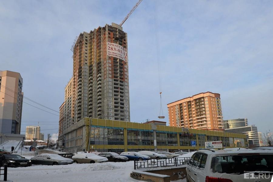 ЖК «Арбатский» строится на Московской, но после сдачи квартир окна у некоторых жильцов будут выходить как раз на улицу Шейнкмана.
