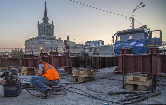 В Волгограде фирму-подрядчика по ремонту Комсомольского путепровода внесли в черный список