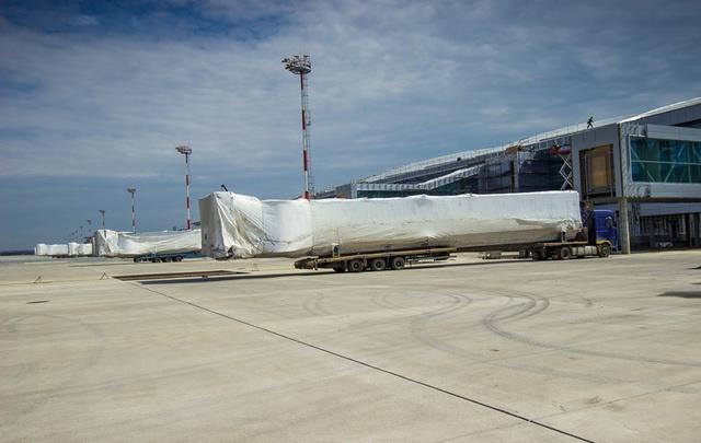 Телескопические трапы доставили в аэропорт Платов