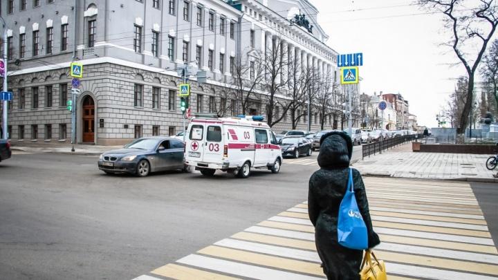 В Ростове сотрудница прокуратуры стала жертвой уличного грабежа