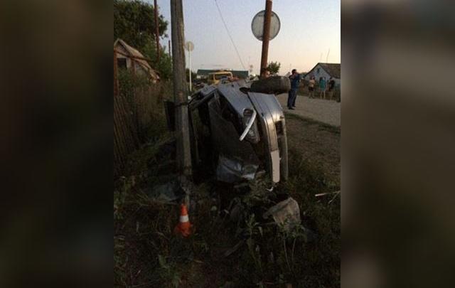 Под Самарой «четырнадцатая» налетела крышей на световую опору, водитель погиб