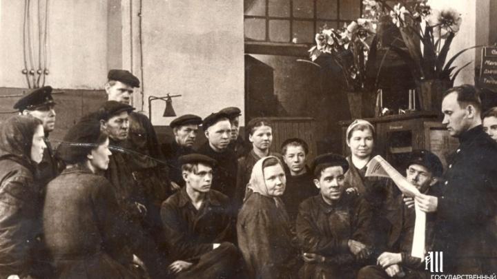 «Завещаем вам продолжать боевые и трудовые традиции»: в Перми вскрыли капсулу времени