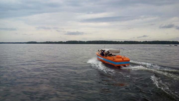 На острове Ермаковском спасли трех 78-летних рыбаков с заглохшей мотолодки