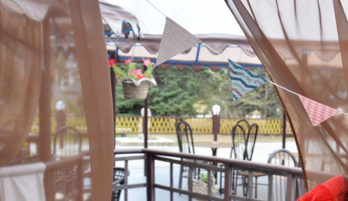 В Волжском сносят кафе с фонтанами и зонтиками «Терраса»