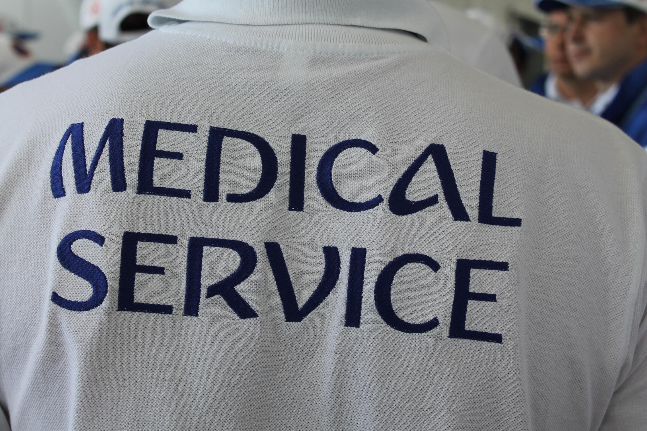 Все медики одеты в специальную униформу