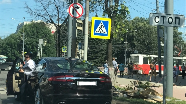 Авария с участием судьи, наглый Jaguar и паровозик из шести авто: топ ДТП за неделю
