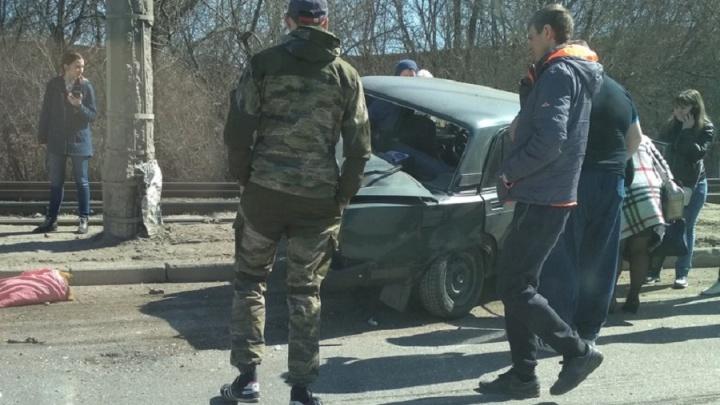 Момент столкновения автобуса с «семеркой» в Волгограде попал на видео