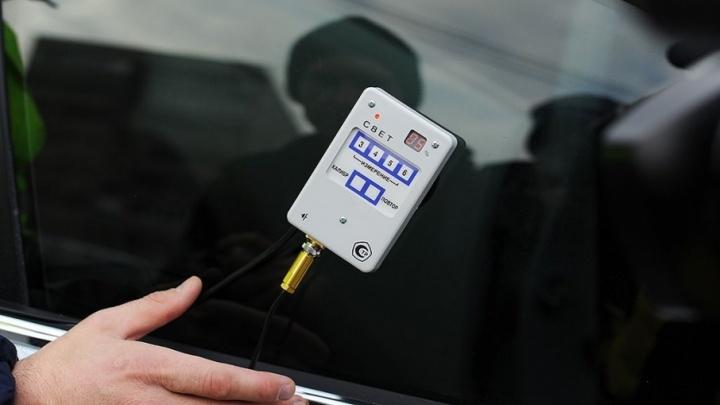 За тонировку стекол тюменские автомобилисты могут лишиться номеров