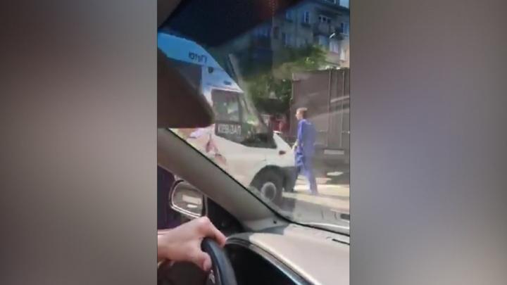 В центре Челябинска разбилась маршрутка, пострадали люди