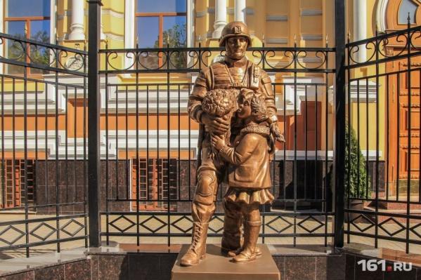 Похожая скульптурная композиция есть еще в Крыму
