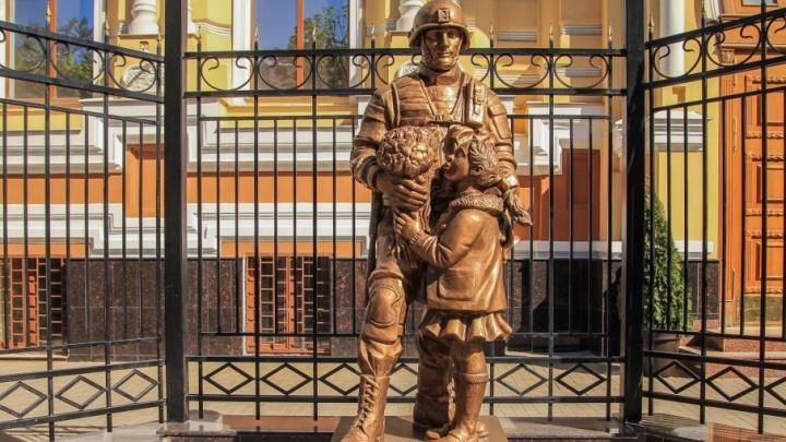 В Ростове-на-Дону военные поставили памятник «вежливым людям»