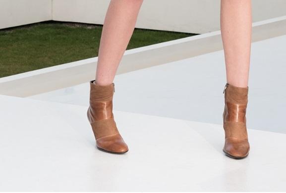 Осенью важно подобрать удобную, тёплую и непромокаемую обувь.