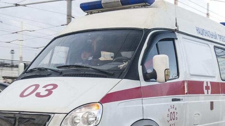 На донской трассе в аварии погибла женщина, двое пострадали