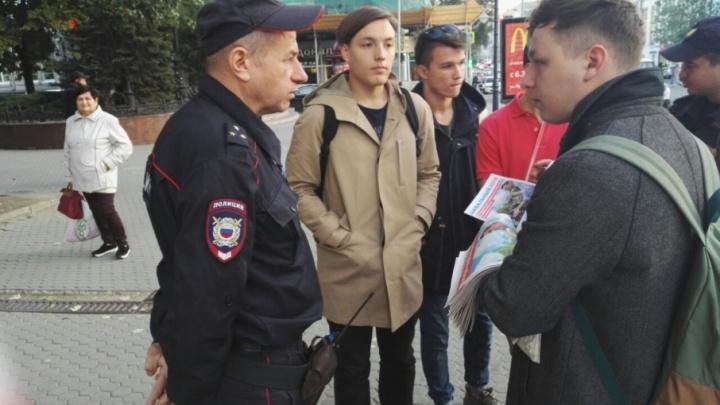 «Неизвестно еще, что они там раздают»: на Ворошиловском задержали юных сторонников Навального