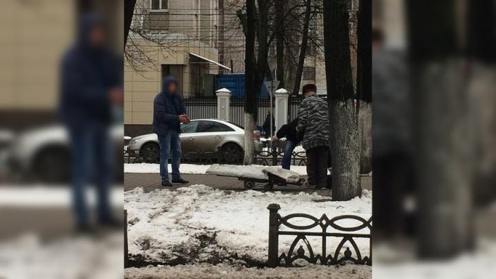 В Ярославле придумали наказание для троицы, которая пыталась похитить чугунный забор