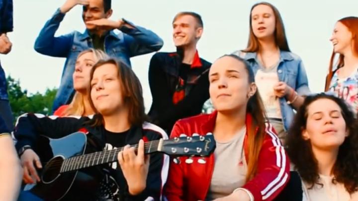 Популярный певец Макс Корж опубликовал у себя на странице клип, снятый ярославскими школьниками