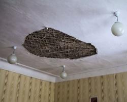 Специалисты обследуют здания, поврежденные во время метеоритного дождя