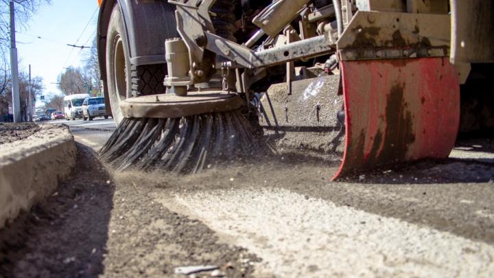 Моет, чистит и разбрасывает песок: для Самары закупят 22  универсальных трактора