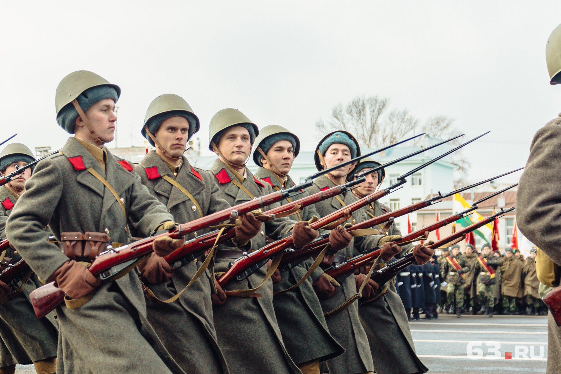 Прямо с площади Куйбышева бойцы отправлялись на фронт