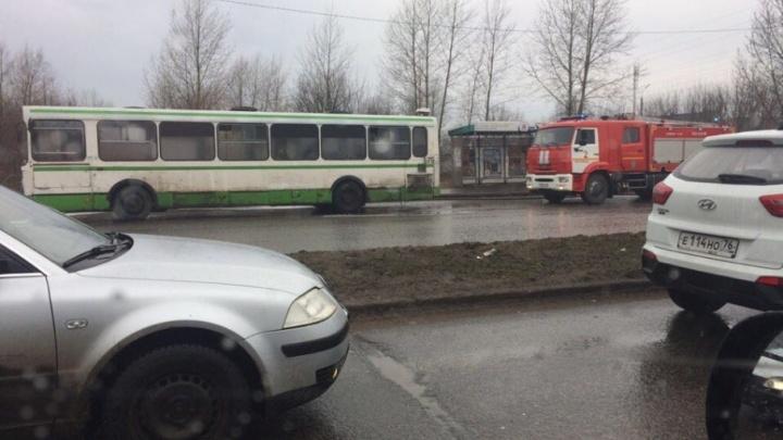 В Ярославле на Промышленном шоссе загорелся пассажирский автобус