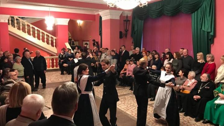 Волгоградский казачий театр отметил свой день рождения на балу