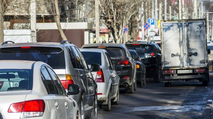 Ростовчане: пробка на ЦГБ увеличивается, а полиция не реагирует