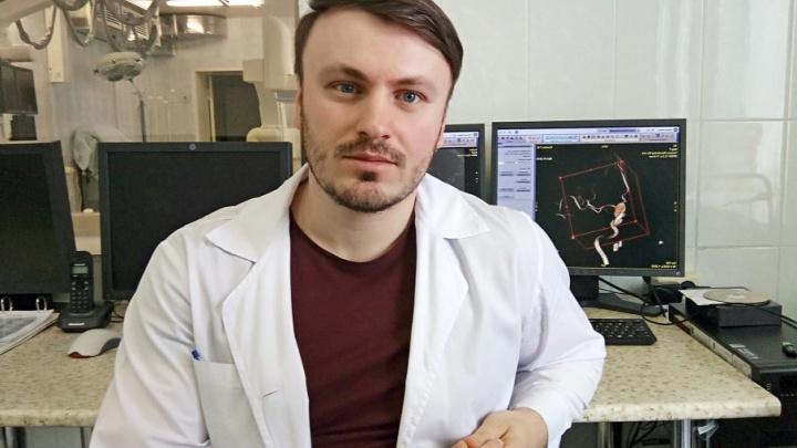 «Провёл в Донецке два горячих года»: украинский врач достаёт до мозга через бедро