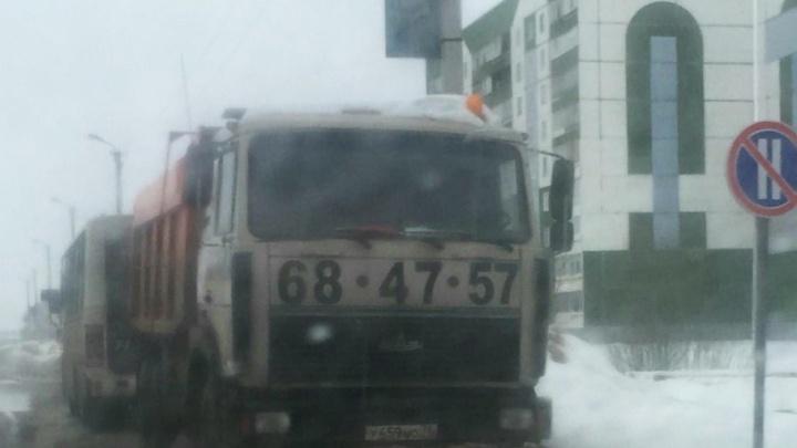 Искали всем городом: в Тутаеве водитель забыл, где оставил грузовик