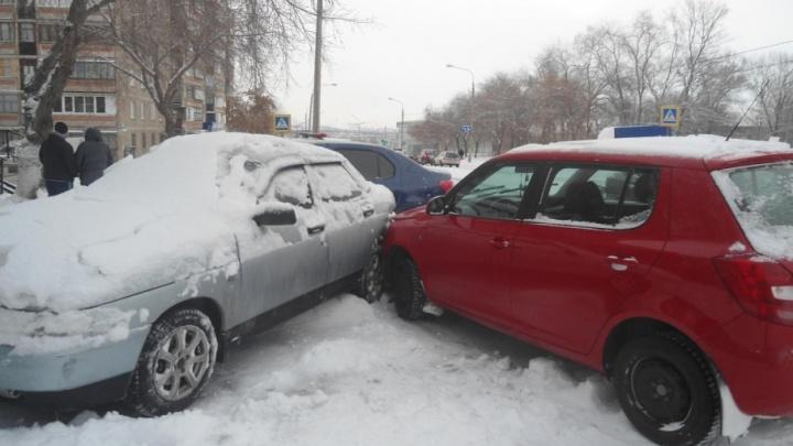 В Челябинской области молодой водитель устроил тройное ДТП