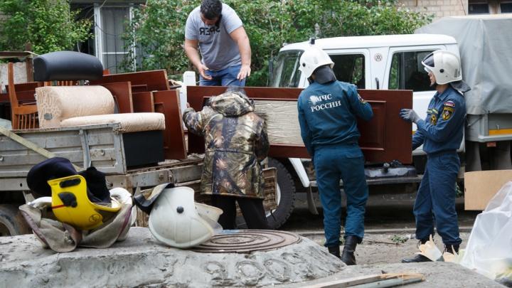 Жильцы взорвавшегося дома на Университетском начали вывозить вещи