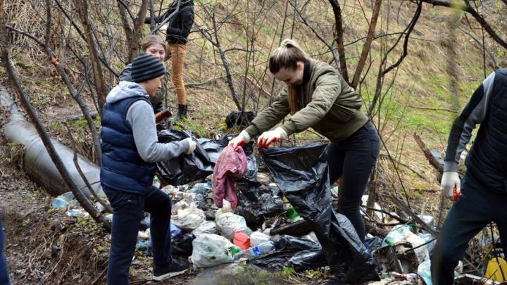 Новый мост и арт-объект из мусора: пермяки устроили субботник на Егошихе