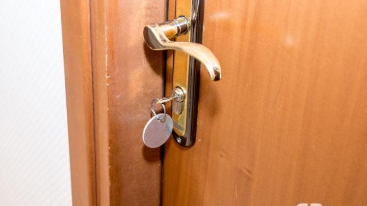 С новым домом: обманутые дольщики получили ключи от своих квартир на Тухачевского