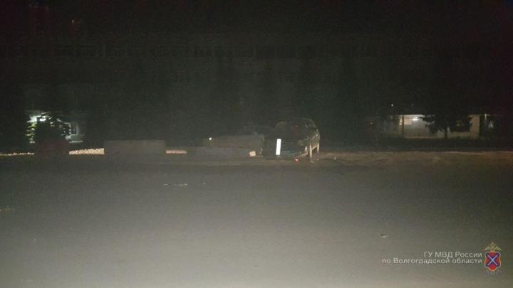 В Волгограде на шоссе Авиаторов водитель «десятки» протаранил бетонный блок