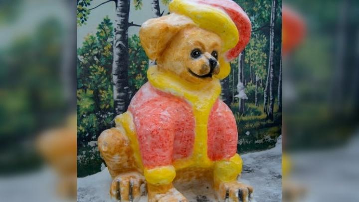В Соликамске осужденные слепили из снега огромных собак, Деда Мороза со Снегурочкой и олимпийские кольца