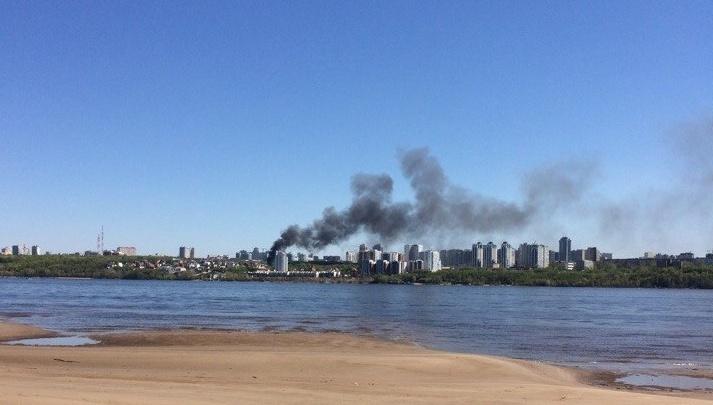 В Самаре на улице Больничный овраг горели надворные постройки