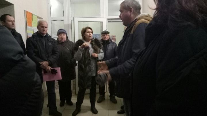 Жители элитной высотки в Челябинске пытаются отбить собственный дом у управляющей компании
