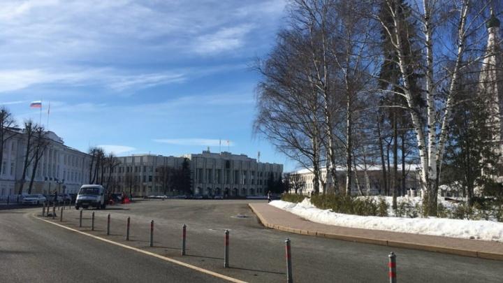 Проблема решена: губернатор разобрался с ВИП-парковкой на Советской площади